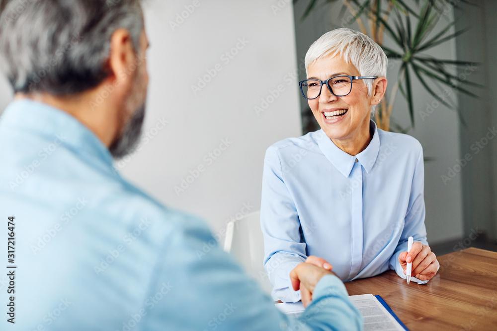 Fototapeta business man woman office work hand shaking meeting agreement