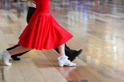 Fotomural girl and boy dancing ballroom dancing on the floor