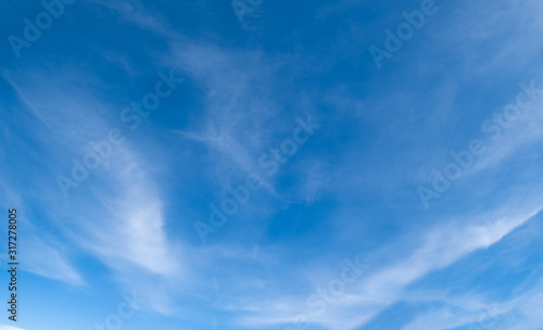 Photo Blue sky background with clouds