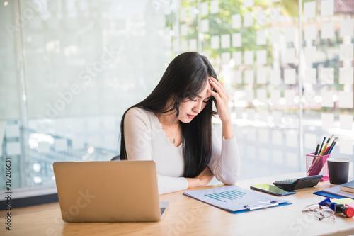 Fényképezés Business woman strain on earnings.
