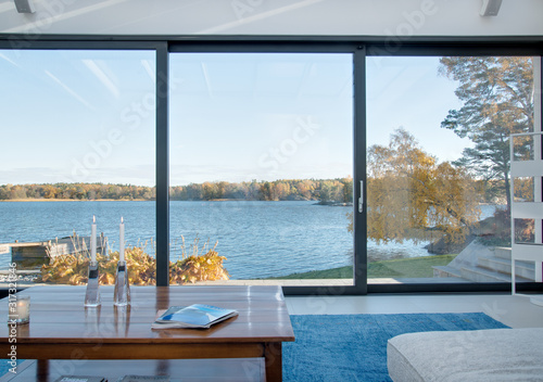 Obraz view of the sea from living room - fototapety do salonu