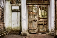 Ancient Wooden Gate In An Old ...