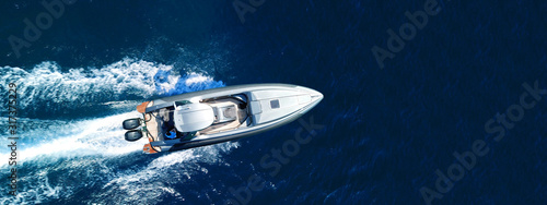 Fotografia Aerial drone top down ultra wide photo of inflatable speed boat cruising in high