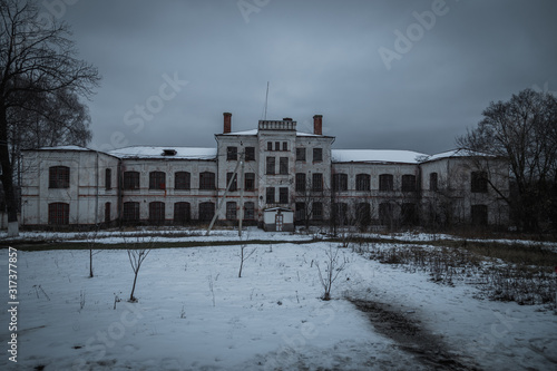 Dark and creepy abandoned haunted mental hospital in winter Tablou Canvas