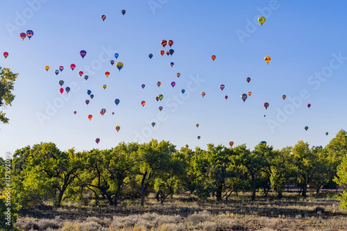 Photo Morning view of the famous Albuquerque International Balloon Fiesta event