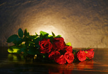 Red Roses Flower Bouquet On Ru...