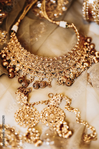 Photo Precious golden necklace and traditional indian bridal accessories