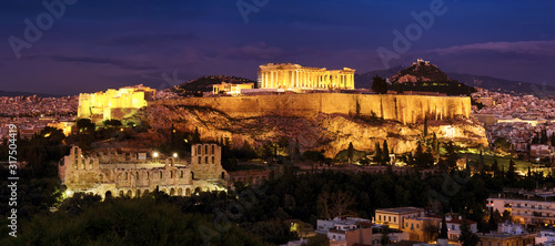 Photo Panorama of Athens with Acropolis hill at dramatic sunset.
