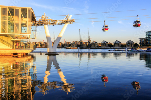 Fotografie, Obraz Thames cable car in London at sunset