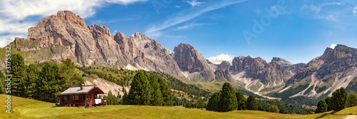 Valokuvatapetti Panoramic view of Col Raiser Alp with the mountains of the Geisler Group in the