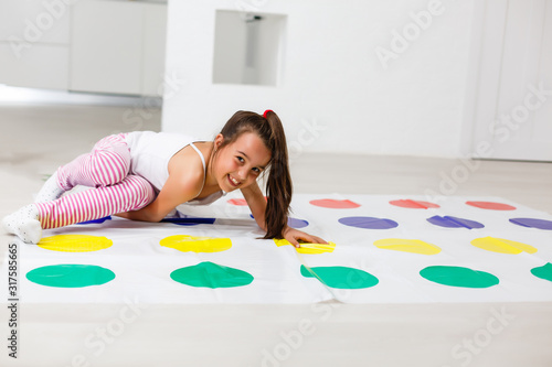 little girl plays twister at home Canvas-taulu