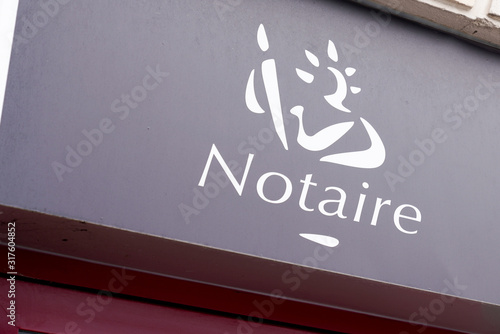 Photo notary board sign logo in building office for french Notaire