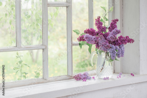 Photo bouquet of lilacs in a glass jug
