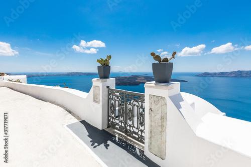 Fototapeta  White architecture on Santorini island, Greece. Beautiful summer landscape, sea view.  obraz