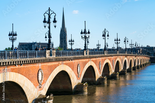 Stampa su Tela Stone bridge, Garonne river, Bordeaux, Nouvelle Aquitaine, France, Europe