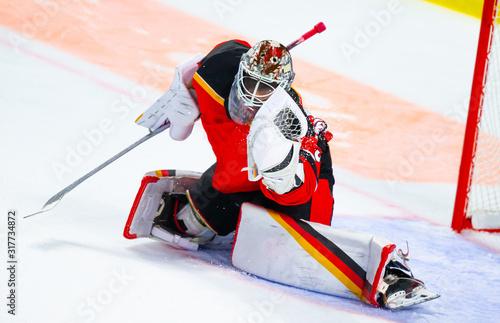 Cuadros en Lienzo Ice hockey goalie makes a great glove save