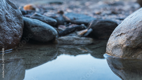 Photo Rio con un poco de agua en el desierto de Tabernas en la provincia de Almeria
