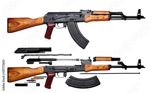 Photo Kalashnikov assault rifle akm assembled and disassembled structure isolated on w