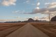 Carretera en el desierto de Wadi Rum, Jordania