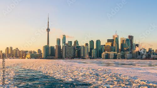 Obraz na plátně Winter Toronto Skyline at Sunset