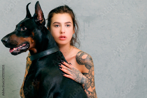 Photographie portrait of a girl with a black dog