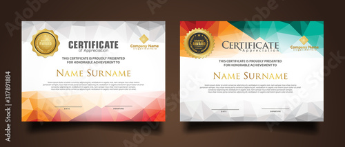 Fotomural Set certificate template with dynamic and futuristic polygonal color and modern background