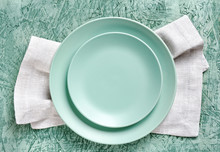 Empty Green Plates On Linen Ki...