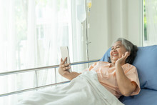 Elderly Senior Woman Patients In Hospital Bed Patients Using Smart Phone Call To Descendant Relatives Feel Happiness - Senior Female Medical And Healthcare Concept