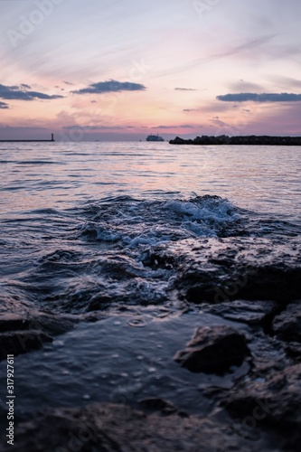 Vertical shot of a stunning sea under a pink sky Canvas Print
