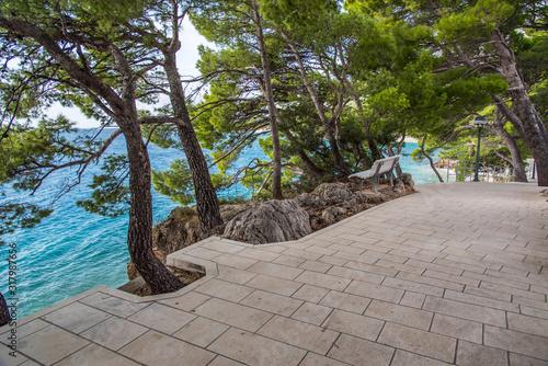 Seepromenade in Brela an der Makarska Riviera,Dalmatien,Adria,Kroatien Canvas Print