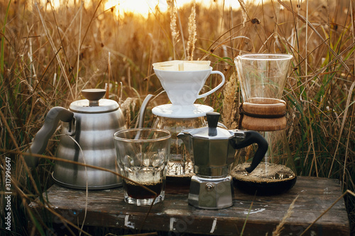 Photo Alternative coffee brewing outdoors in travel