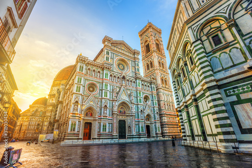 Photo Cathedral of Florence in Piazza del Duomo, Florence, Italy