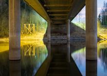 Kosntrukcja Mostu Drogowego W Nocy