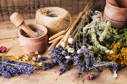 Valokuva Harvesting medicinal herbs, alternative medicine, Ayurveda, dried flowers
