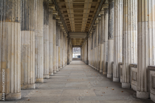 Photo Row of classic greek columns in Berlin, Germany