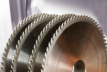 Carbide Tipped Saw Blades For Cutting Hard Wood.