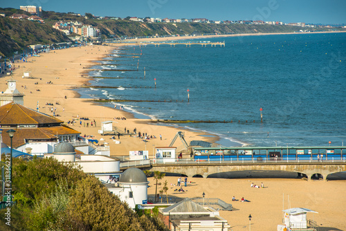 Canvastavla Elevated views of Bournemouth beach from the cliffs above