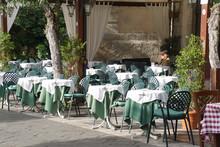 Outdoor Restaurant Tables In T...