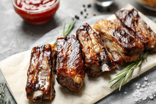 Delicious Grilled Ribs With Ro...