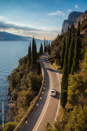 Fotografia drive in fiat 500 the western Gardesana road on Lake Garda