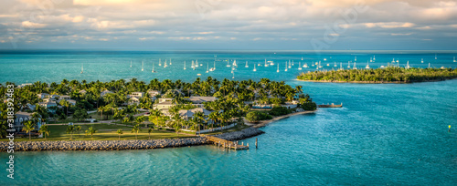 Panoramic sunrise landscape view of the small Islands Sunset Key and Wisteria Island of the Island of Key West, Florida Keys Canvas-taulu
