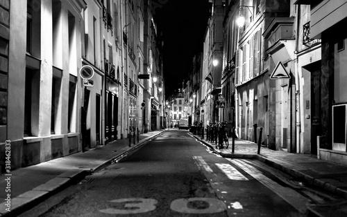Fototapeta ILLUMINATED CITY STREET AT NIGHT