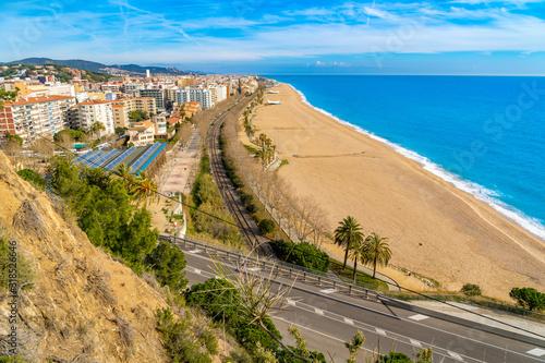 Photo playa de calella de mar , costa de barcelona , playa vacía sin gente,