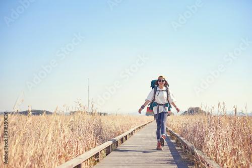 Canvastavla Korean woman is backpacking on an island in Korea.