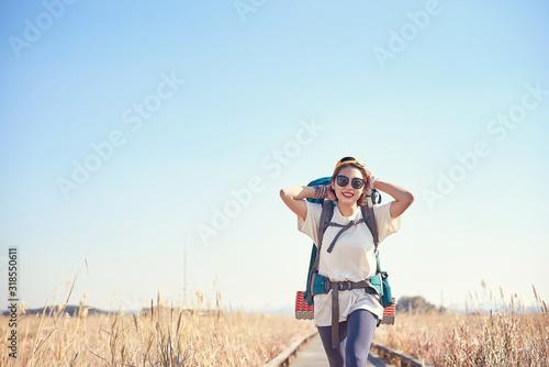 Korean woman is backpacking on an island in Korea. Fototapet