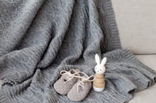 A Gray Woolen Knitted Plaid Re...