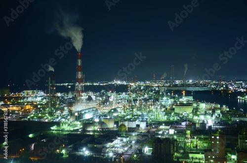 Foto Smoke Emitting Amidst Illuminated Cityscape Against Sky At Night