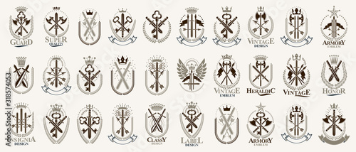 Photo Weapon logos big vector set, vintage heraldic military emblems collection, classic style heraldry design elements, ancient knives spears and axes symbols