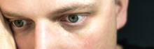 Leerer Blick Eines Mannes In Detaillierter Nahaufnahme