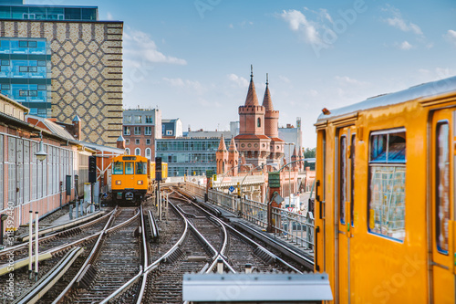 Photo Berlin Oberbaum Bridge with trains, Berlin Friedrichshain-Kreuzberg, Germany